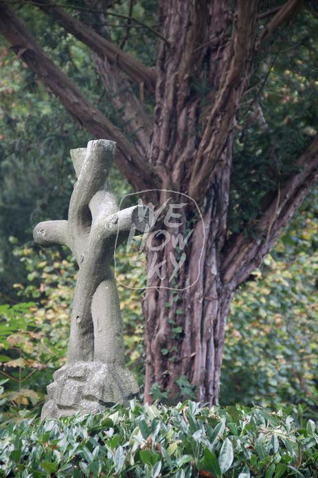 Gewachsenes Kreuz aus Beton