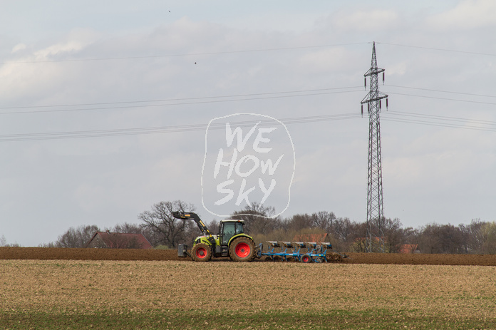 Traktor mit Pflug