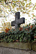 großes Steingrabkreuz