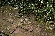 Grabplatte mit Kreuz