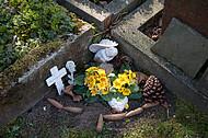 Geschmückte Grabsteinecke