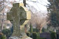 Großes altes Grabkreuz