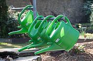 Grüne Gießkannen