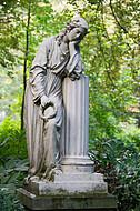Trauernde Frauenfigur