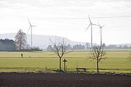 Windräder im Gegenlicht