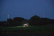 Rübenroder bei Nacht