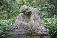 Figur einer Trauernden