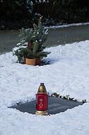 Grab im Schnee