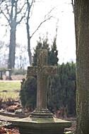 Steinkreuz im Gegenlicht