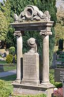 Grabstein mit Säulen